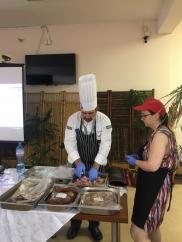"""Шеф готвач на """"Метро"""" демонстрира модерни методи на готвене пред ученици от Професионална гимназия по туризъм – Пловдив"""
